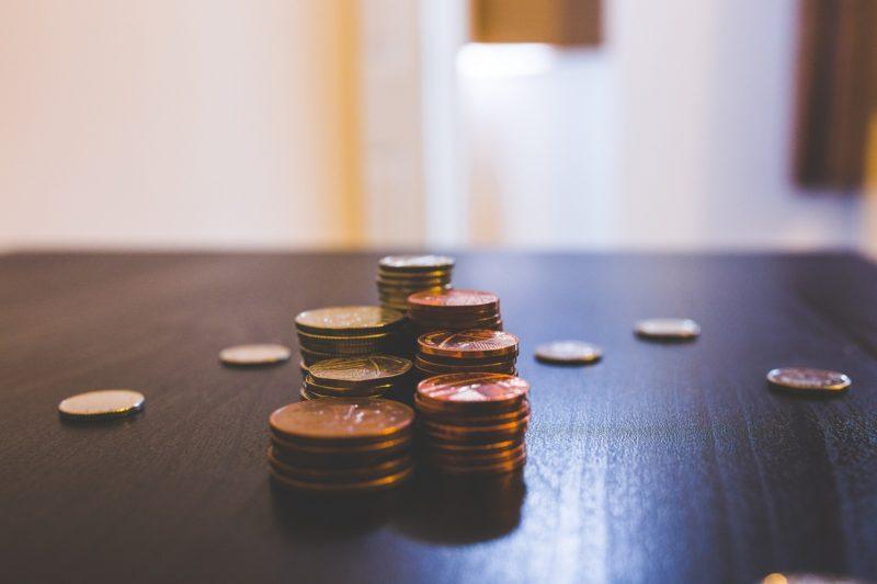 机の上にある小銭